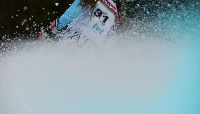 Nærbilde av kvinne som kjører Telemark