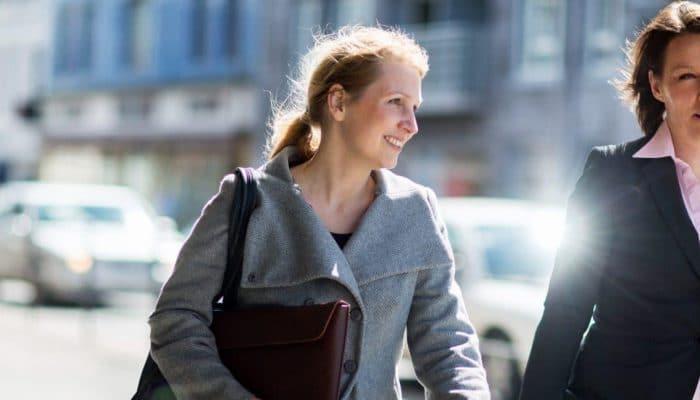 To kvinner på gaten