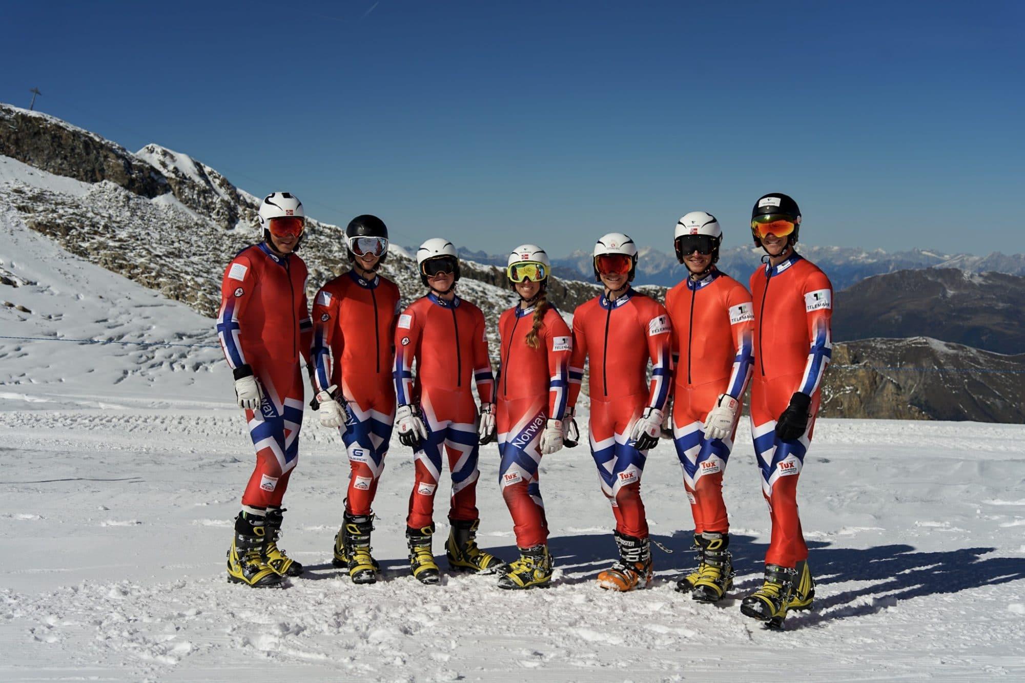 Landslaget i Telemark oppstilt på et fjell