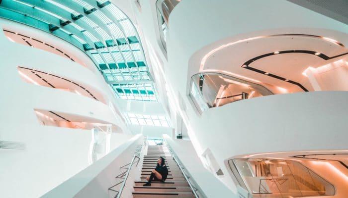 Fremtidsrettet hvit arkitektur